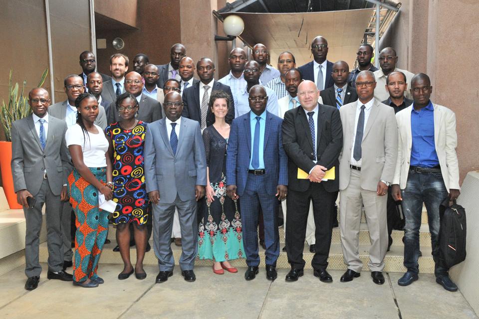 Construction du réseau d'éclairage public de l'autoroute Abidjan-Grand Bassam